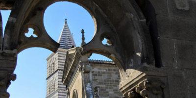 Viterbo - campanile e cattedrale di S. Lorenzo visiti dalla loggia di Palazzo dei Papi